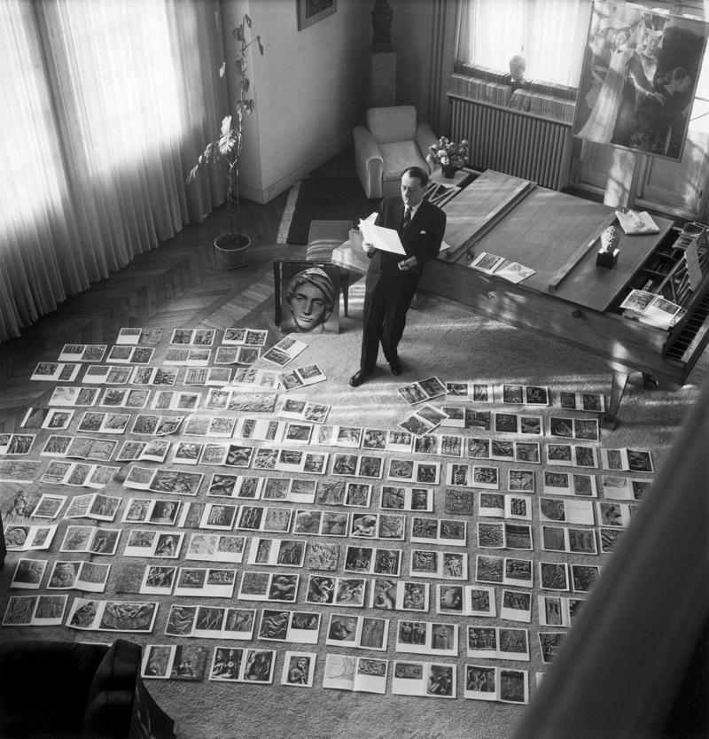 André Malraux in the process of selecting images for the book Le musée imaginaire de la sculpture mondiale