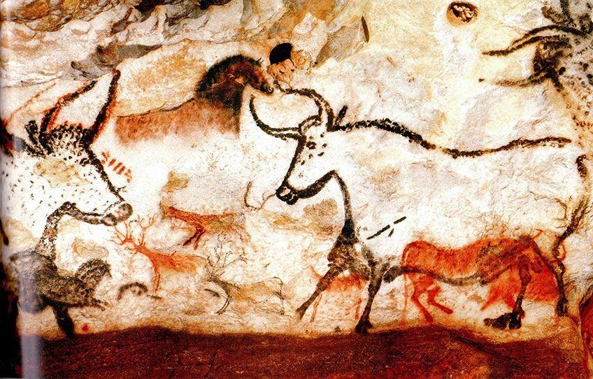 12,000 BC / CAVE PAINTING OF LASCAUX
